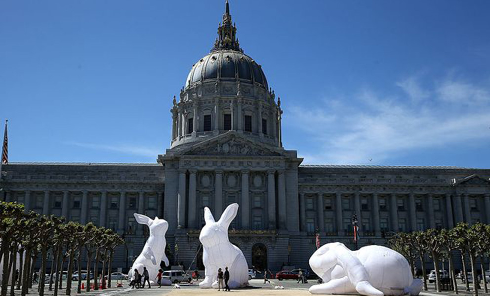 Large temporary sculptures in front of SF City Hall